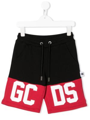 GCDS shorts logo